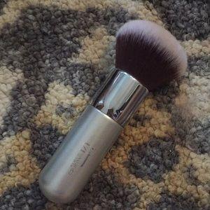 It cosmetics bronzer brush